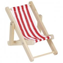 Drewniany leżaczek dla lalek na plażę
