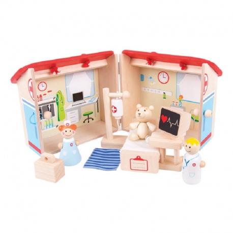 Drewniany mini szpital z figurkami