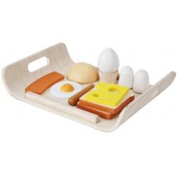 Drewniana tacka ze śniadaniem